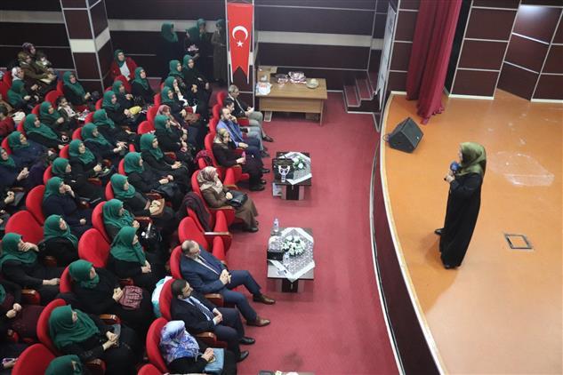 Adiyaman'da Il Müftülüğümüz Kız Kur'an Kursu öğreticileri Ve Bayanlara Yönelik, 'kur'an Halkaları Kardeşlik' Konferansı Düzenledi.