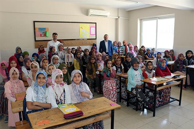 Mersin'de Il Müftümüz Akdeniz şerefiye Camii Yaz Kur'an Kursunda çocuklarla Bir Araya Geldi