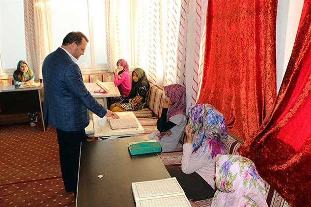 Mersin'de Il Müftümüz Mezitli Merkez Kız Kur'an Kursunu Ziyaret Etti