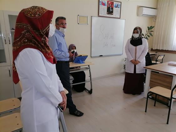 Kahramanmaras'da Il Müftümüz Mustafa Tekin Sümeyye Hatun Yatılı Hafızlık Kız Kur'an Kursu'nu Ziyaret Etti