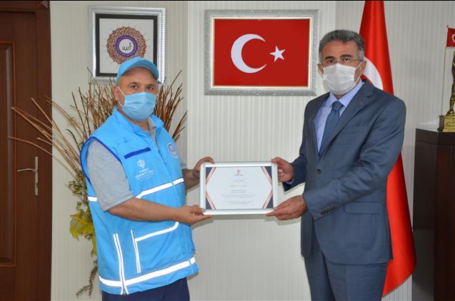 Kahramanmaras'da Il Müftümüz Mustafa Tekin'nden Kurban Bağışı