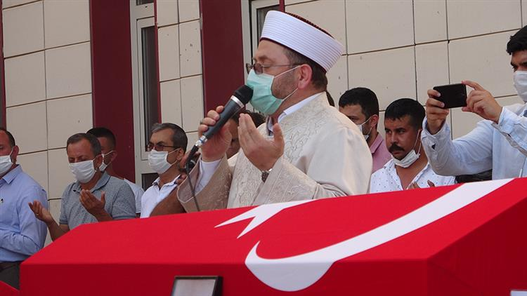 Mersin'de Il Müftüsü Dr. Kondi, Mut'ta Devrilen Otobüste şehit Olan 4 Asker Için Düzenlenen Törene Katıldı
