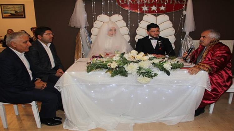 Bartın'da Il Müftüsü Gündüz Genç çiftin Nikahını Kıydı