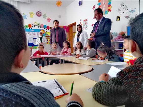 Nevşehir'de Il Müftüsü öztürk, Derinkuyu Ali Efek Kürkçü Kur'an Kursunda Eğitim Gören 4-6 Yaş Grubu öğrencilerini Ziyaret Etti