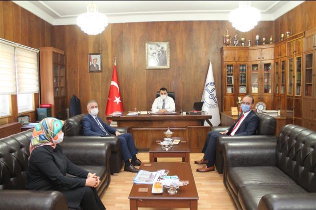 Amasya'da Il Milli Eğitim Müdürü ömer Coşkun Il Müftümüze Iade-i Ziyarette Bulundu.