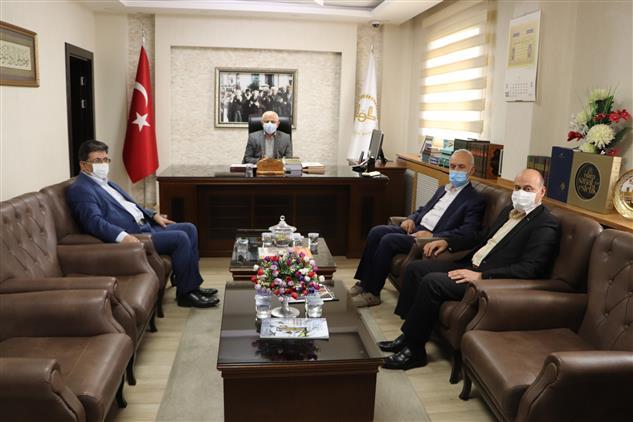 Sivas'ta Ilahiyat Fakültesi öğretim üyeleri Yılmaz Ve Aytekin, Müftü Akkuş'u Makamında Ziyaret Etti