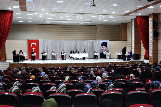Erzincan'da Merkez Kız Kur'an Kursları Arası Temel Dini Bilgiler Yarışması Yapıldı