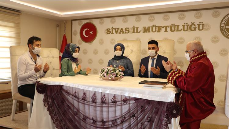 Sivas'ta Müftü Akkuş, 2021 Yılın Ilk Resmi Nikahını Kıydı