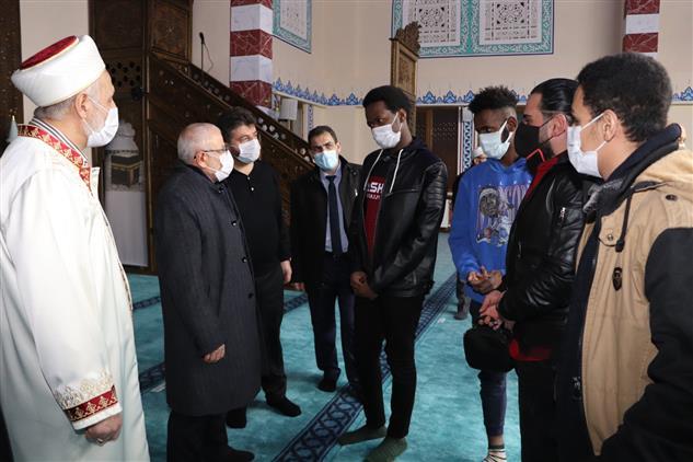 Sivas'ta Müftü Akkuş, Uluslararası Anadolu Imam Hatip Lisesi öğrencileri Ile Buluştu