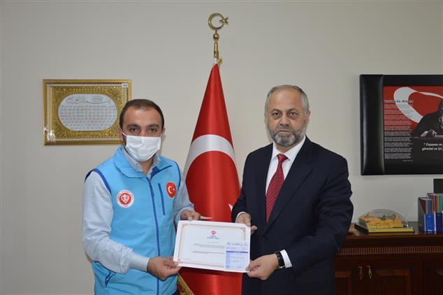 Ardahan'da Müftü Pehlivan'dan Diyanet Vakfına Kurban Bağışı