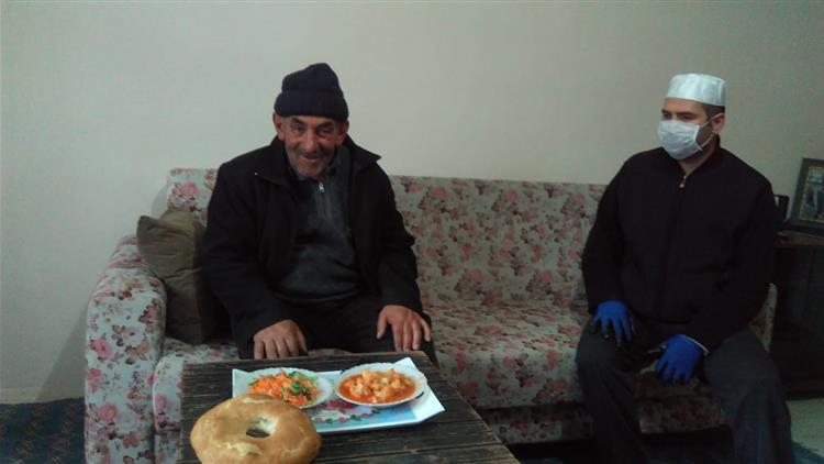 """Bayburt'ta Müftülüğümüz """"vefa Sosyal Destek Grubu"""" Yaşlıları Yalnız Bırakmadı"""