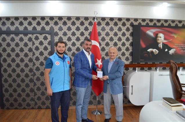Malatya'da Milliyetçi Hareket Partisi Il Başkanı Bülent Avşar'dan Türkiye Diyanet Vakfına Kurban Bağışı