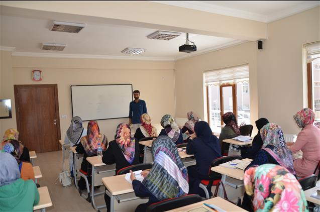 """Nevşehir'de Kur'an Kursu öğreticilerine Yönelik """"tashih-i Huruf Kursu"""" Devam Ediyor"""
