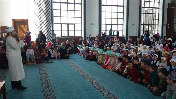 """Hatay'da Nihal Atakaş Camiinde """"cami-çocuk Buluşması"""" Etkinliği Gerçekleştirildi."""