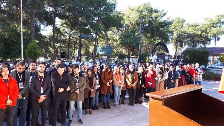 Antalya'da üniversiteli Gençlerden Manevi Danışmanlar Eşliğinde şehitlik Ziyareti