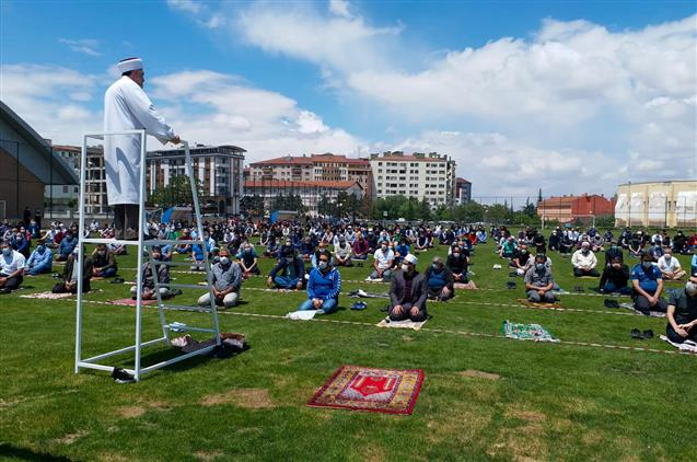 Nevşehir'de Normalleşme Süreciyle Birlikte Ilk Cuma Namazı Kılındı