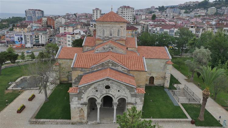 Trabzon'da Ortahisar Ayasofya Camimiz Restorasyonun Ardından Yeniden Ibadete Açıldı