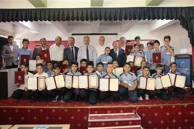 """Kayseri'de """"proje Imam Hatip Ortaokulları Meyvelerini Vermeye Devam Ediyor"""""""