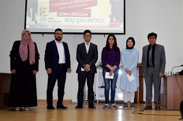 """Niğde'de """"çanakkale şehitlerine"""" şiir Okuma Yarışması Il Finali Düzenlendi."""