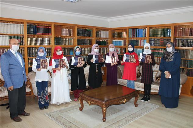 """Osmaniye'de """"evimizin Neşesi Kur'an Sesi"""" Yarışması Belge Töreni"""