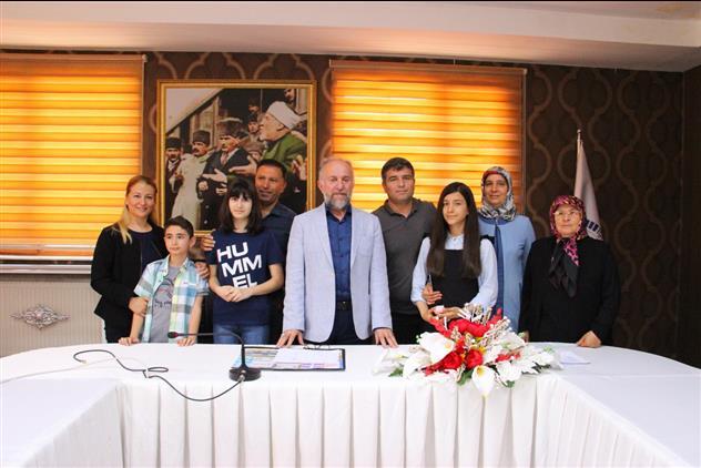 """Erzurum'da """"ramazan Ve Infak"""" Konulu Yarışmada Dereceye Girenlere Altın Hediye Edildi"""