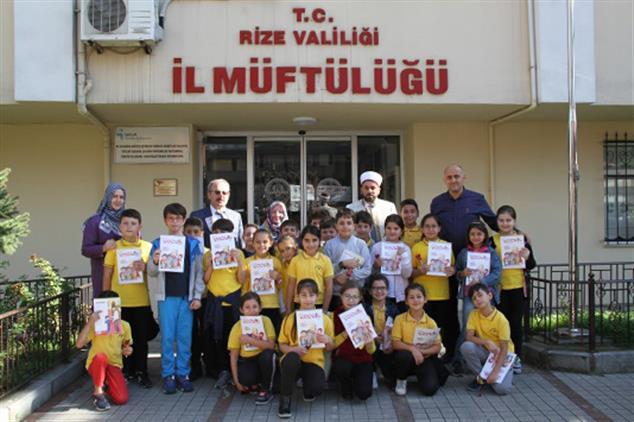 Rize'de öğrencilerden Anlamlı Ziyaret