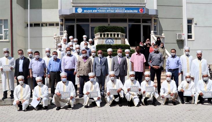 Konya'da Selçuk Dini Yüksek Ihtisas Merkezi 28.dönem Kursiyerlerini Mezun Etti