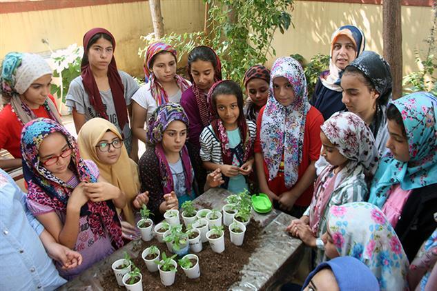 Mersin'de Sorumluluk Bilinci çerçevesinde çocuklarla çiçek Dikimi Ve Bakımı Etkinliği Gerçekleştirildi