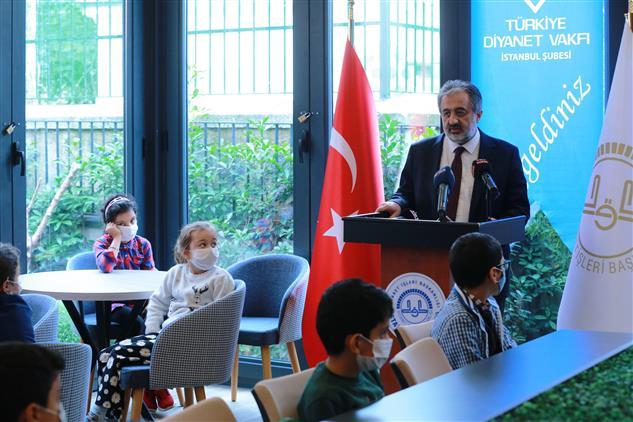 Istanbul Müftülüğü Ve Türkiye Diyanet Vakfı Istanbul şubesi Işbirliğiyle Ihtiyaç Sahibi 50 öğrenciye Tablet Hediye Edildi.