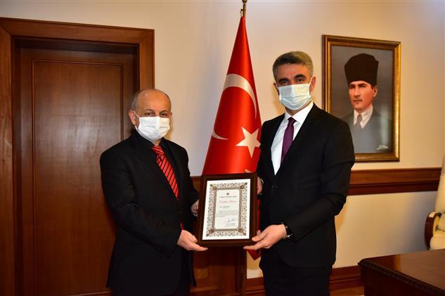 Malatya'da Tdv Tarafından Sayın Valimize Teşekkür Belgesi Takdim Edildi