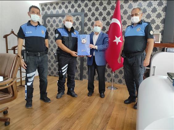 Malatya'da Toplum Destekli Polislik şube Müdürlüğünde Görevli Polis Memurları Camiler Ve Din Görevleri Haftası Münasebetiyle Il Müftümüzü Ziyaret Etti