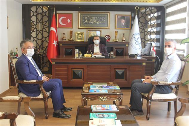 Mersin'de Toroslar Ilçe Müftüsü Danacı, Il Müftüsü Dr. Kondi'yi Ziyaret Etti