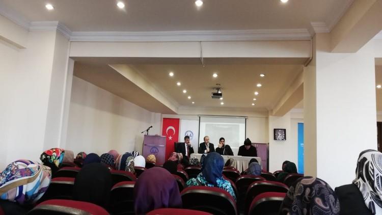 Rize'de Umrecilere Eğitim Ve Bilgilendirme Semineri Verildi