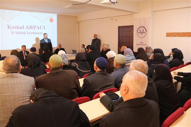Duzce'de Umreye Gidecek Vatandaşlara Seminer