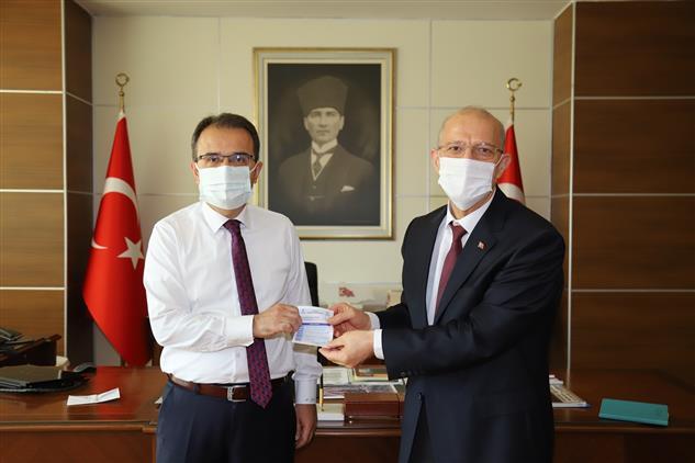 Cankiri'da Valimiz Abdullah Ayaz Türkiye Diyanet Vakfına Vekâlet Yoluyla Kurban Bağışında Bulundu