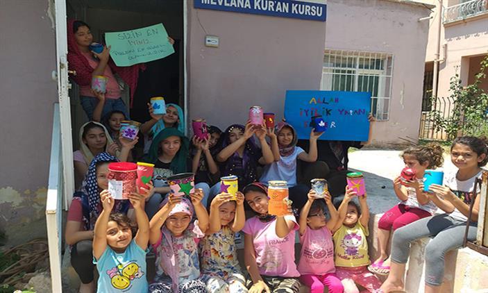 Mersin'de Yenişehir Mevlana Kur'an Kursunda Iyilik Kavanozları Etkinliği