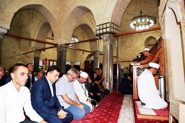 """Antalya'da Yivli Minare Camiinde Eller """"barış Pınarı"""" Harekatı Için Semaya Kalktı"""